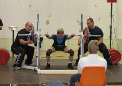Suomen ennätys kyykky 120kg kuntosalilla.